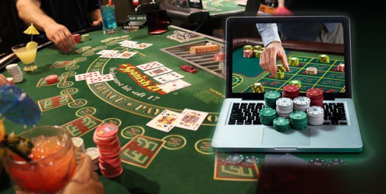 Mesa de casino, jugadores, ordenador